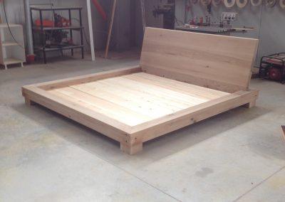 Κρεββάτι από ξύλο δρυς μασίφ