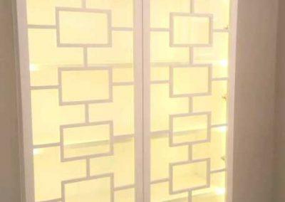 Πόρτα ντουλάπας με τζάμι από MDF κομμένο με λέιζερ